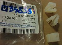 Гайка (пистон винта) крепления решётки радиатора к передней панели GM 1320979 90246677 OPEL Omega-A Omega-B General Motors 90246677