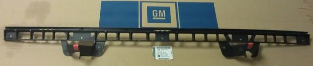 Направляющая (кронштейн крепления, опора, рейка) заднего бампера центральная GM 1404806 24402934 OPEL Vectra-C sedan (седан) & hatch (хечбэк)