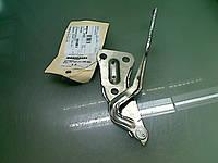 Петля (крепление , шарнир) капота правая (правый) GM 1160494 90521520 OPEL Astra-G