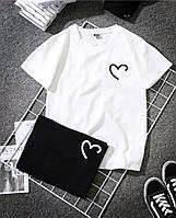 Стильная женская футболка с сердцем
