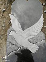 Гранитный памятник *голубь в облаках*