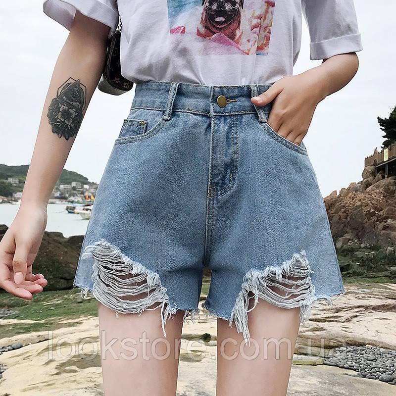 Женские джинсовые шорты с рваными краями голубые