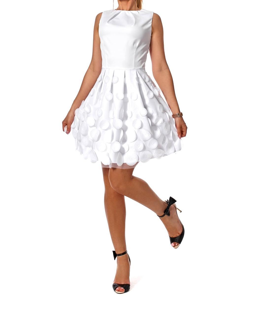 Платье в белом цвете