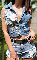 Жилетка джинсовая с нашивками цветы и потертостями