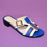 Женские кожаные шлепанцы на маленьком каблучке, синие с белым, фото 1