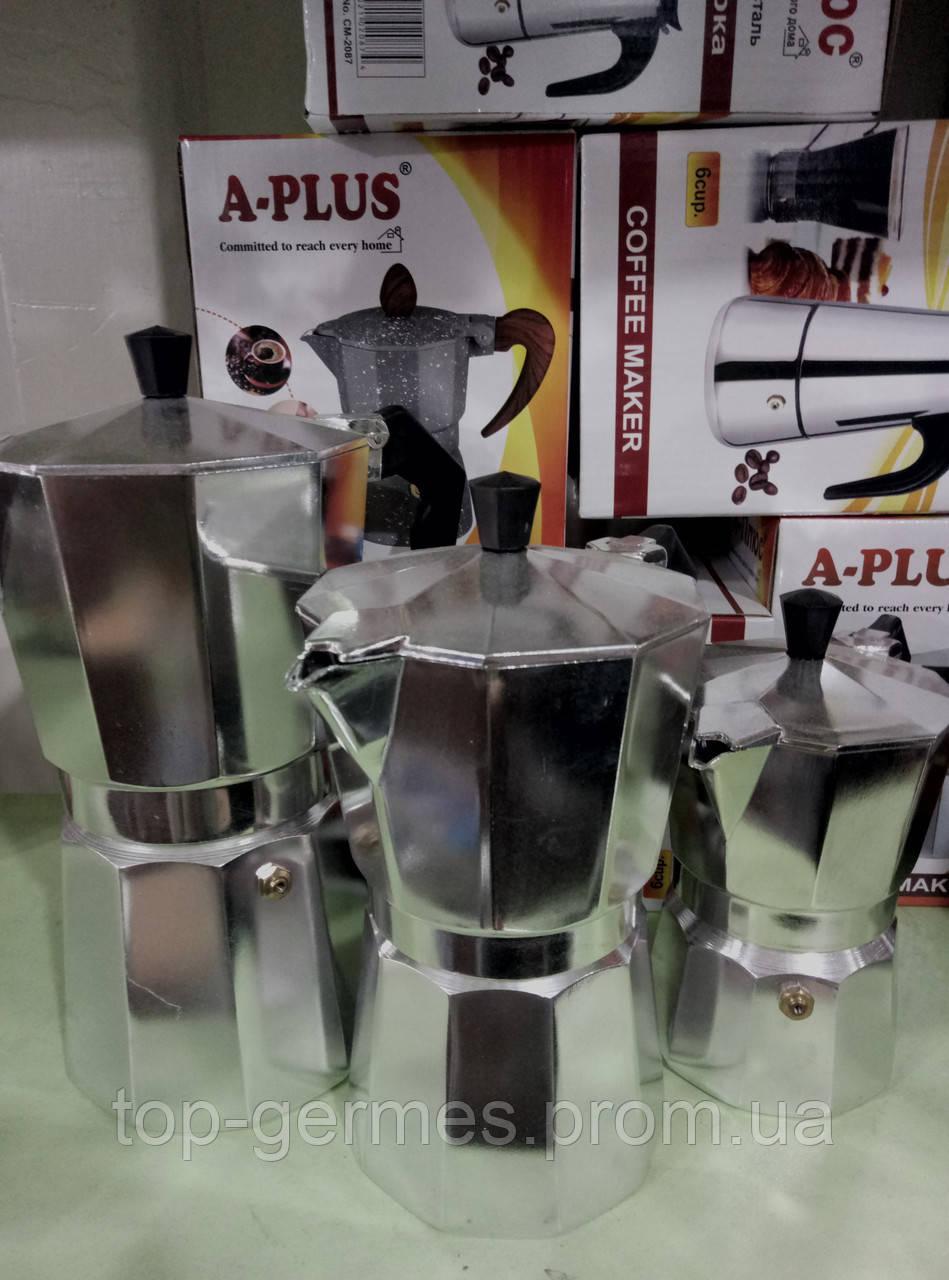 Гейзерная алюминиевая кофеварка на 6 чашек