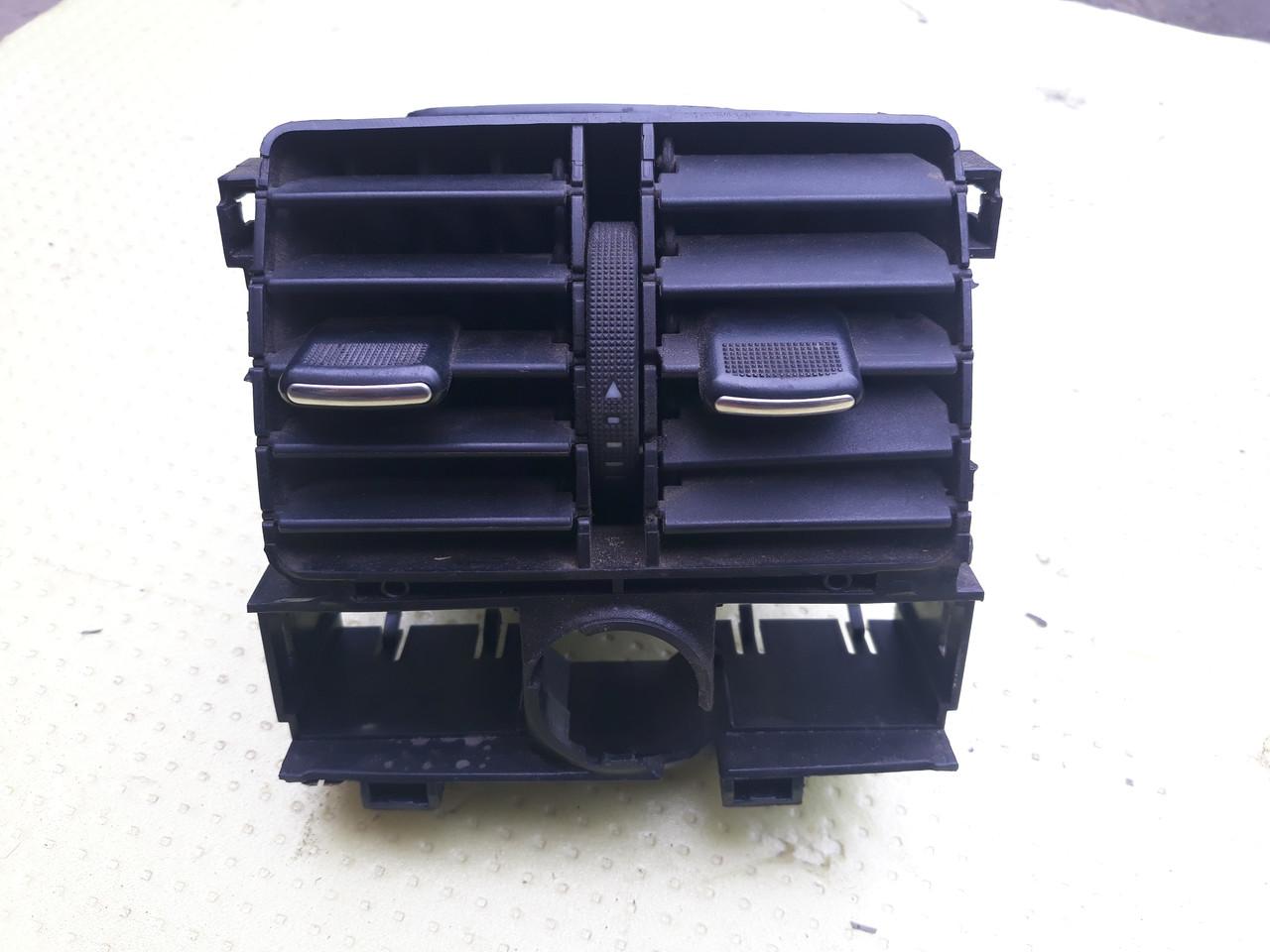 Дефлектор воздушный воздуховод задний ауди а6 с5 audi a6 c5 4B0819203 под восстановление