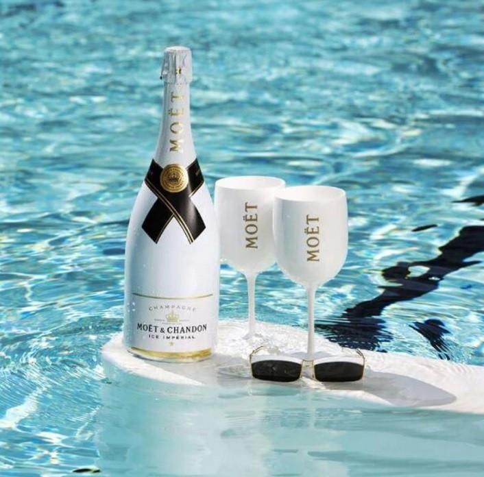 Фирменные бокалы для шампанского Moët & Chandon. фужеры Моет Шандон. Белые moet
