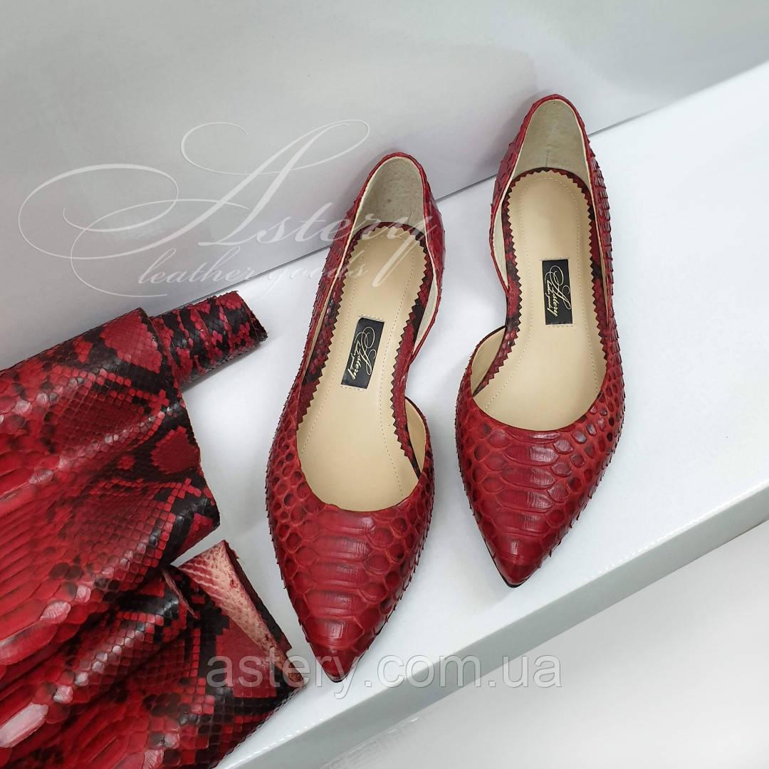 Женские красные балетки с острыми носками из питона