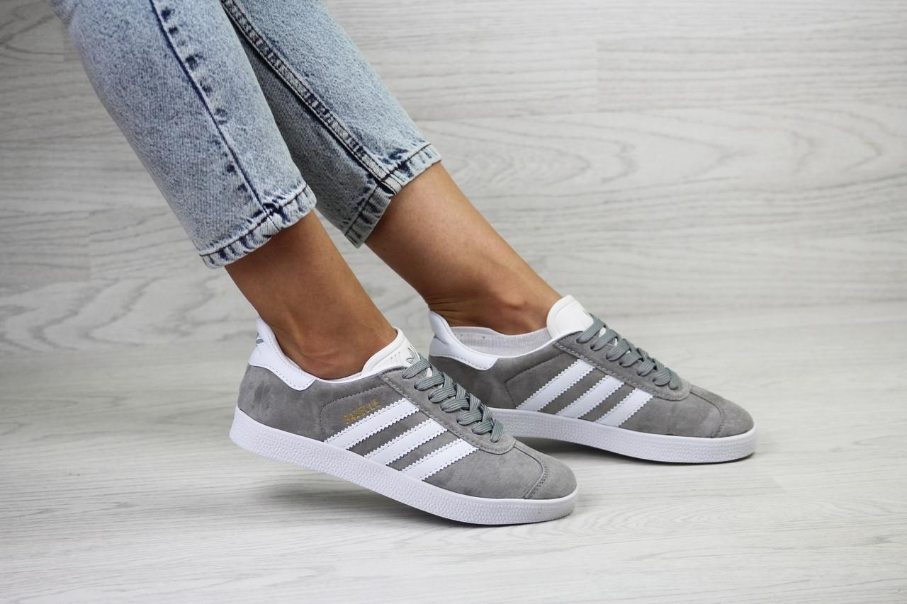 Женские кроссовки Adidas Gazelle,замшевые,серые с белым