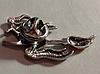 Брошь брошка значок баба ЯГА ведьма летит на метле металл кнопка колдунья, фото 2