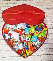 Вкусный подарок  с киндер-сюрпризами и жвачками love is