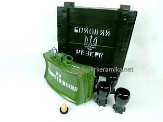 Бойовий резерв МОН-50 - бутылка и стаканы в деревянном ящике