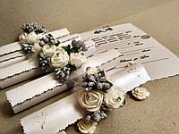 Свадебные пригласительные в свитках Изысканность (белые с серебром). Цена за 1 пригласительный.