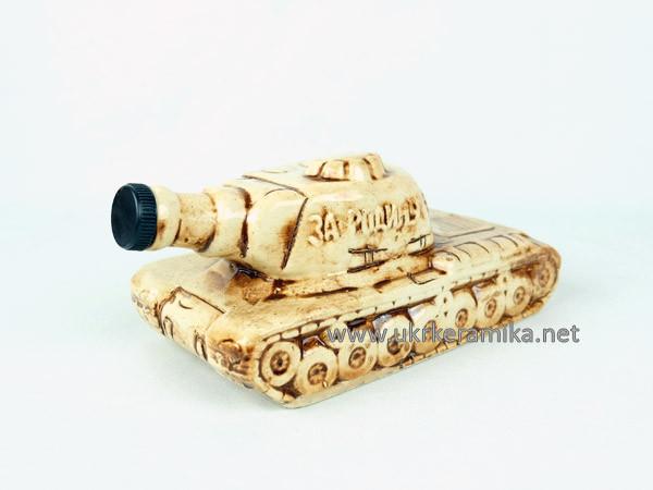 Танк Т-34 - подарочная бутылка в виде танка в комплекте с рюмками