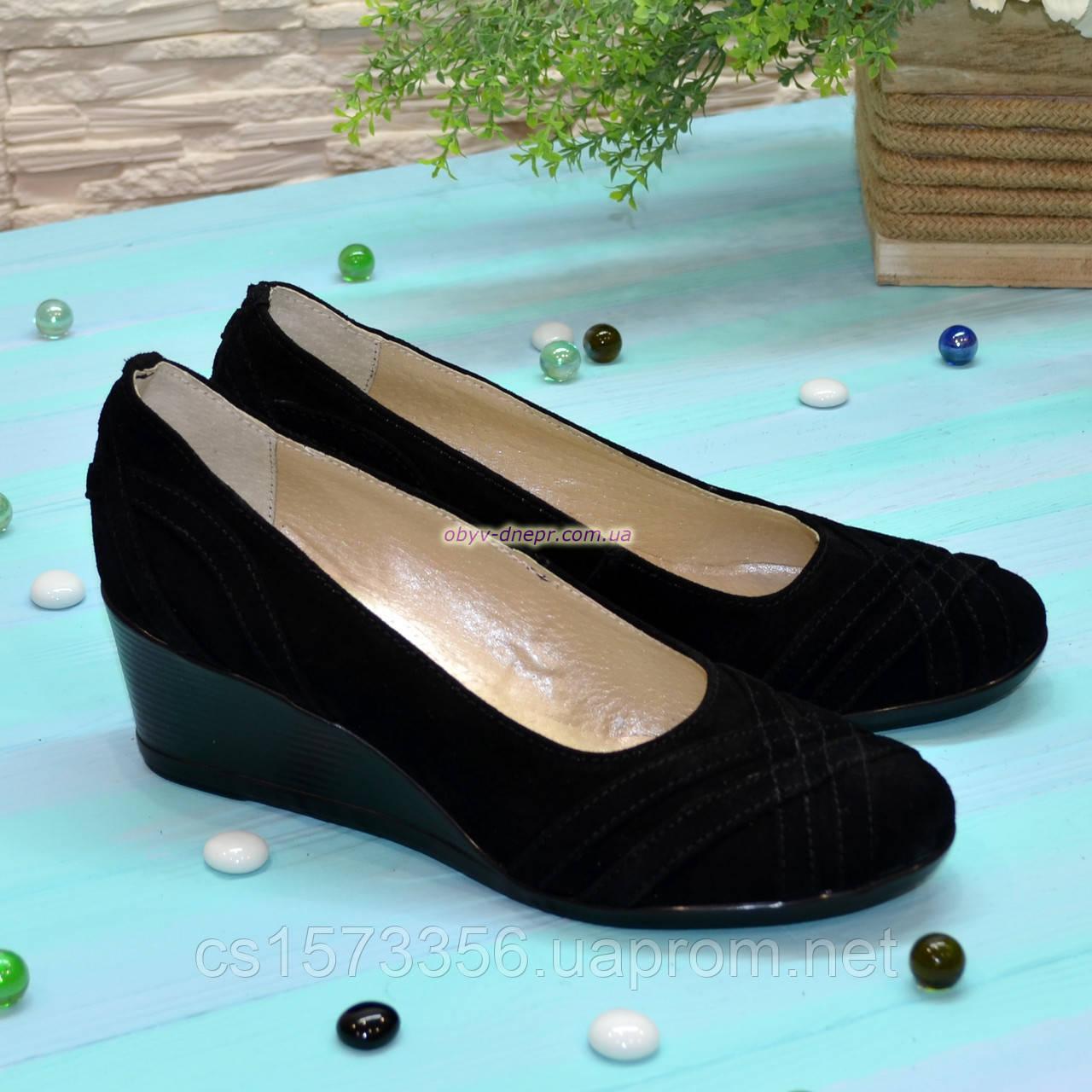 Туфли женские замшевые на танкетке, цвет черный