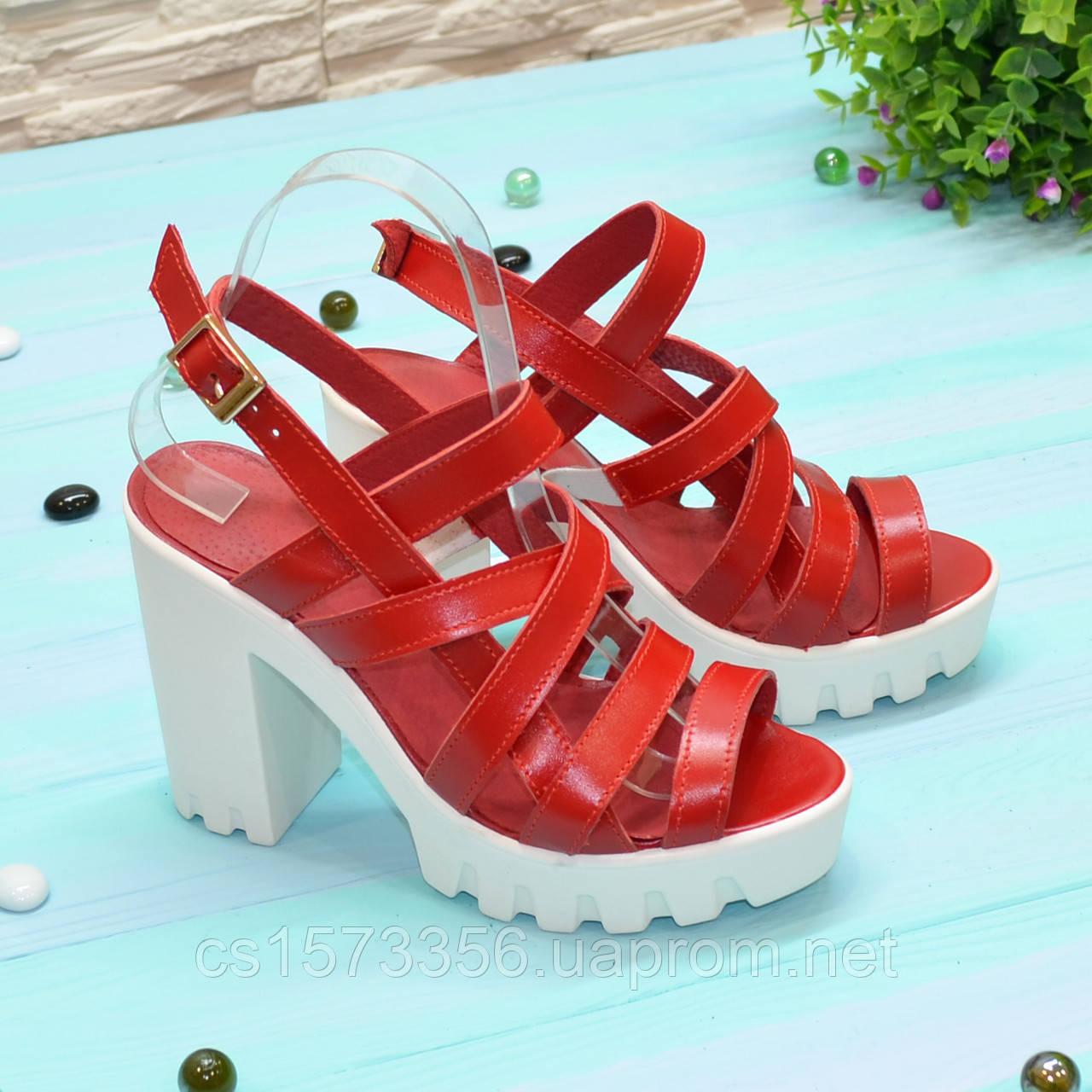 Женские кожаные босоножки на устойчивом каблуке, цвет красный