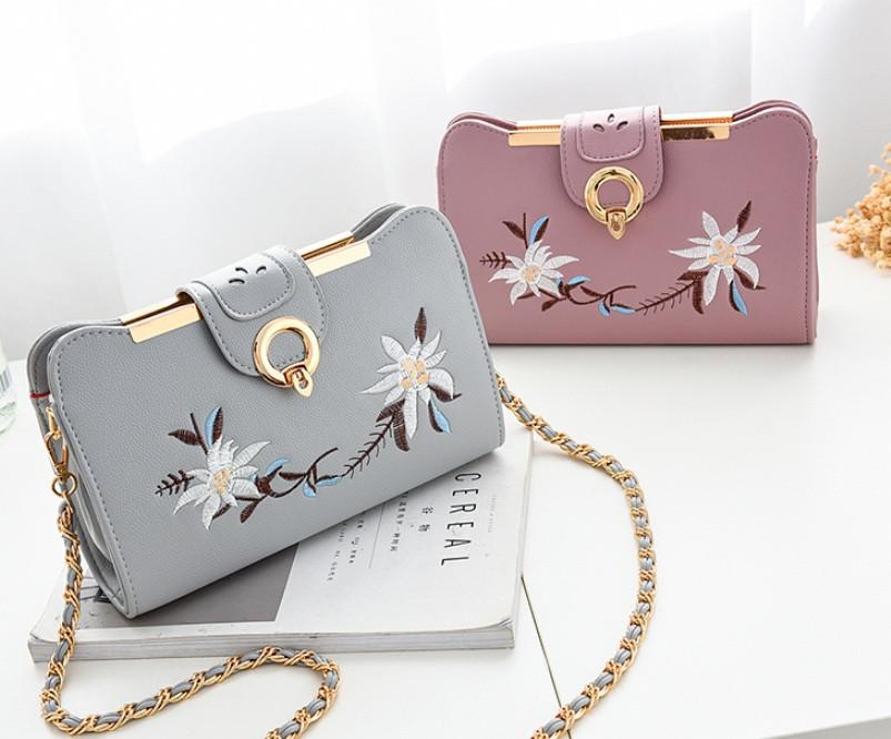 Женская сумочка клатч с вышивкой