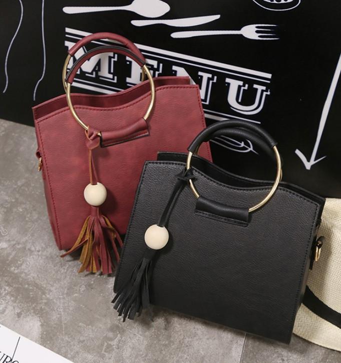 Женская маленькая сумка с брелком