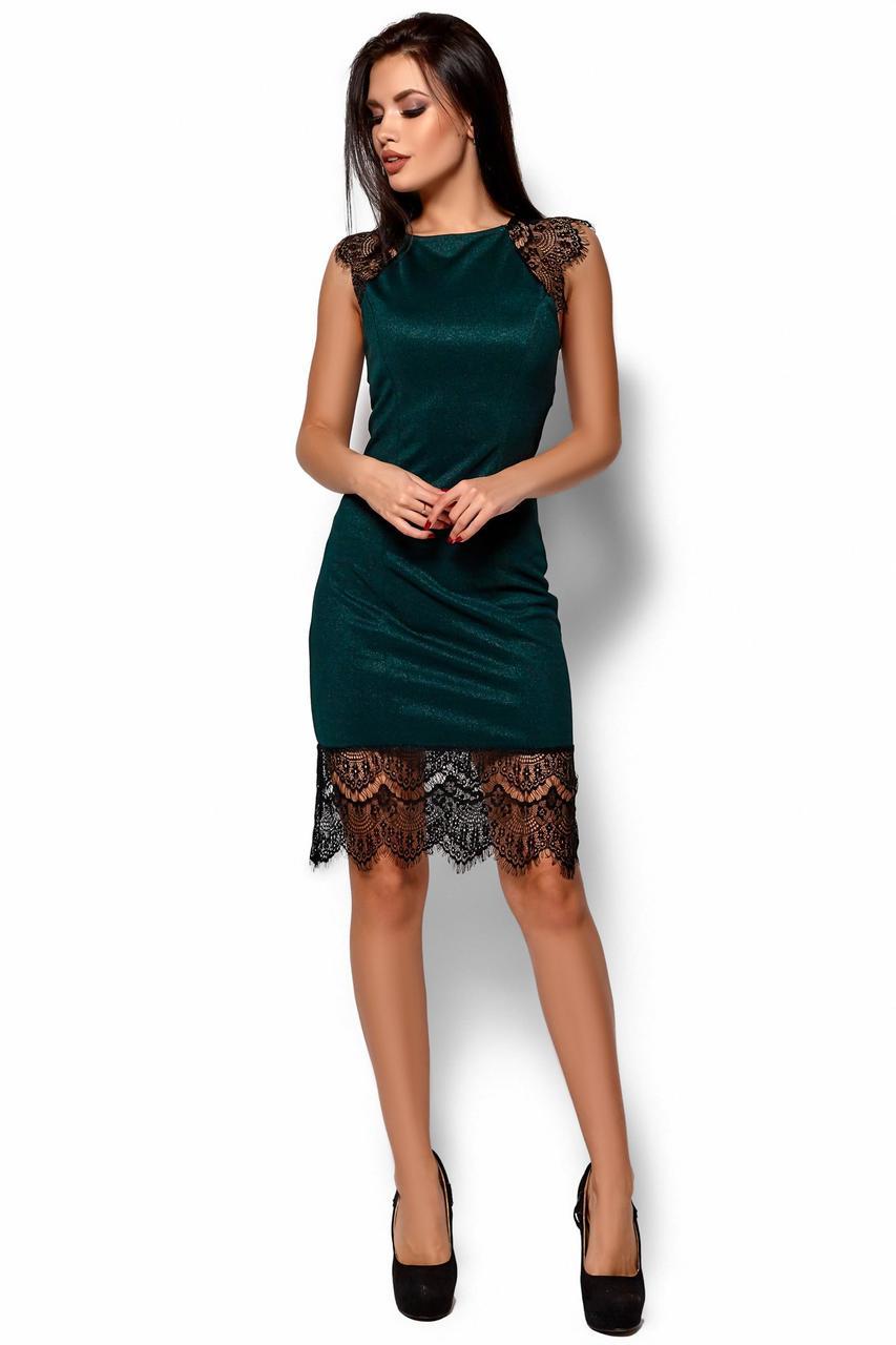 Короткое зеленое платье с кружевом