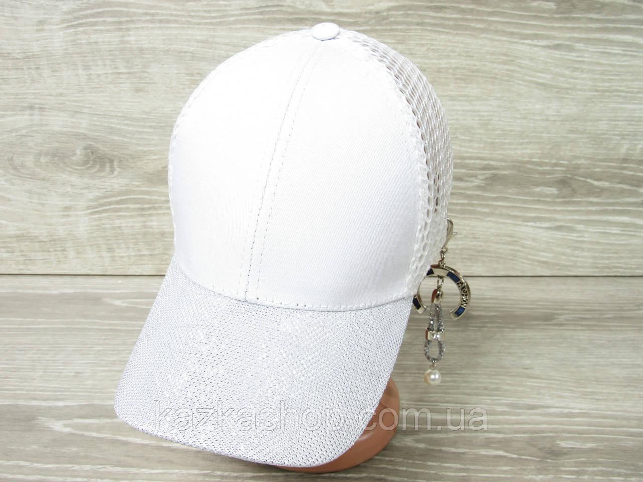 Женская, бейсболка, кепка с декоративной брошкой,  размер 54-56, на регуляторе