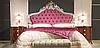 Кровать из дерева с резным изголовьем и мягкой вставкой