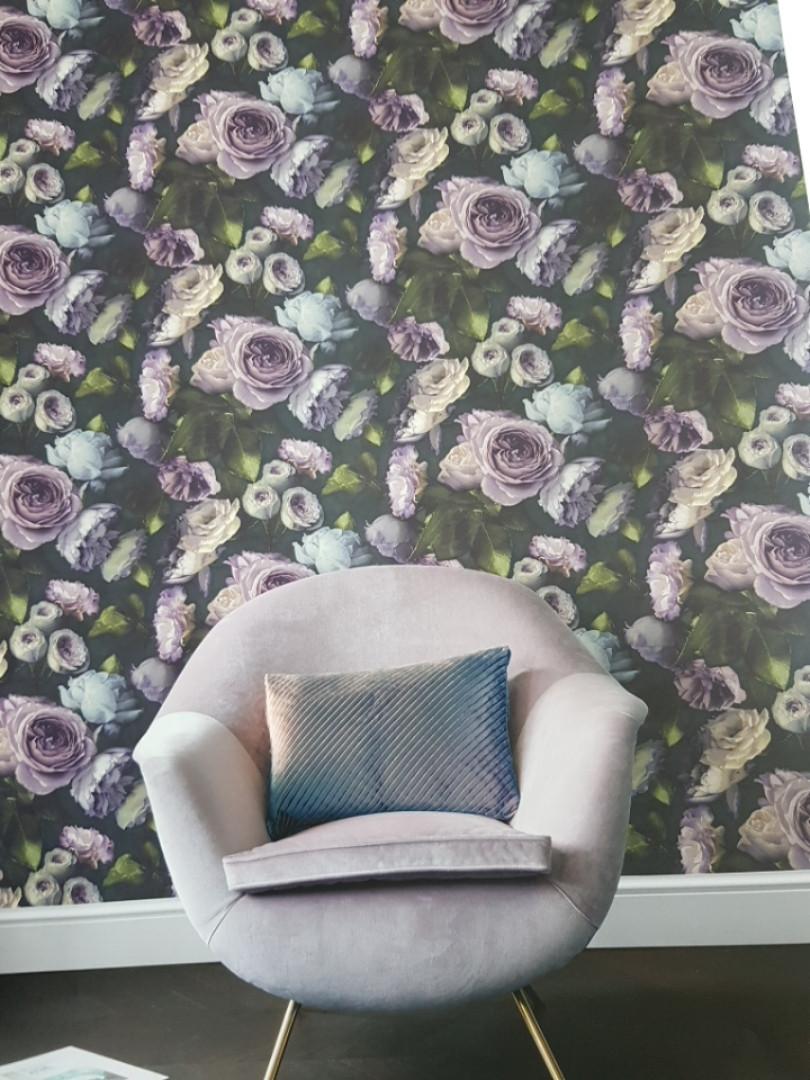 Обои виниловые на флизелиновой основе GranDeco OS3011 Opus крупные цветы розы фиолетовый темно-синий сиреневый