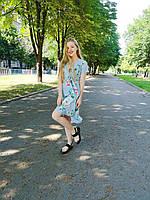 Легкое платье с запахом с цветочным принтом в голубом цвете. Размер M. Производитель Китай.