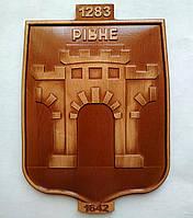 Різьблений дерев'яний герб Рівного 200х280х18 мм