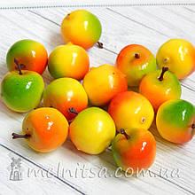 Яблочко трехцветное, 2,5 см