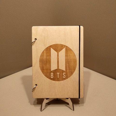 Скетчбук BTS. Блокнот с деревянной обложкой.
