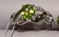 Кольцо серебро 925, хризолит, размер 17,5  вес 2,63