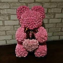 Игрушка медведь из розовых латексных  розочек с сердцем