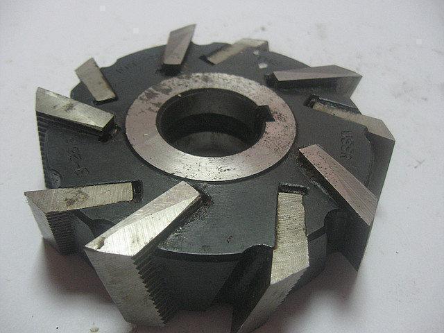 Фреза дисковая трехсторонняя ф 160х22х40 мм Р6М5 со вставными ножами разнонаправленный зуб
