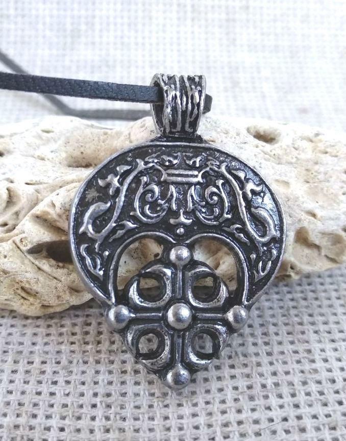 Женский амулет лунница с крестом Берегиня