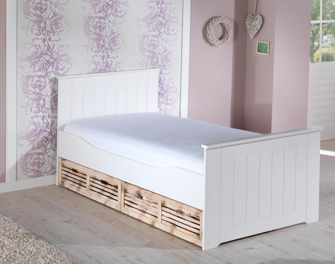 Кровать из массива дерева 071