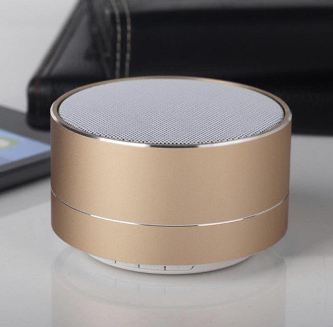Портативная беспроводная колонка Wireless Bluetooth 3.0 Speaker для прослушивания музыки в золотистом цвете