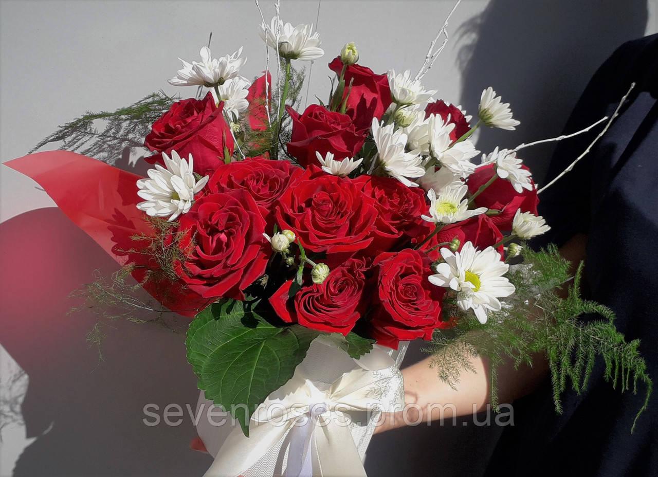 Коробка с красной розой и хризантемой