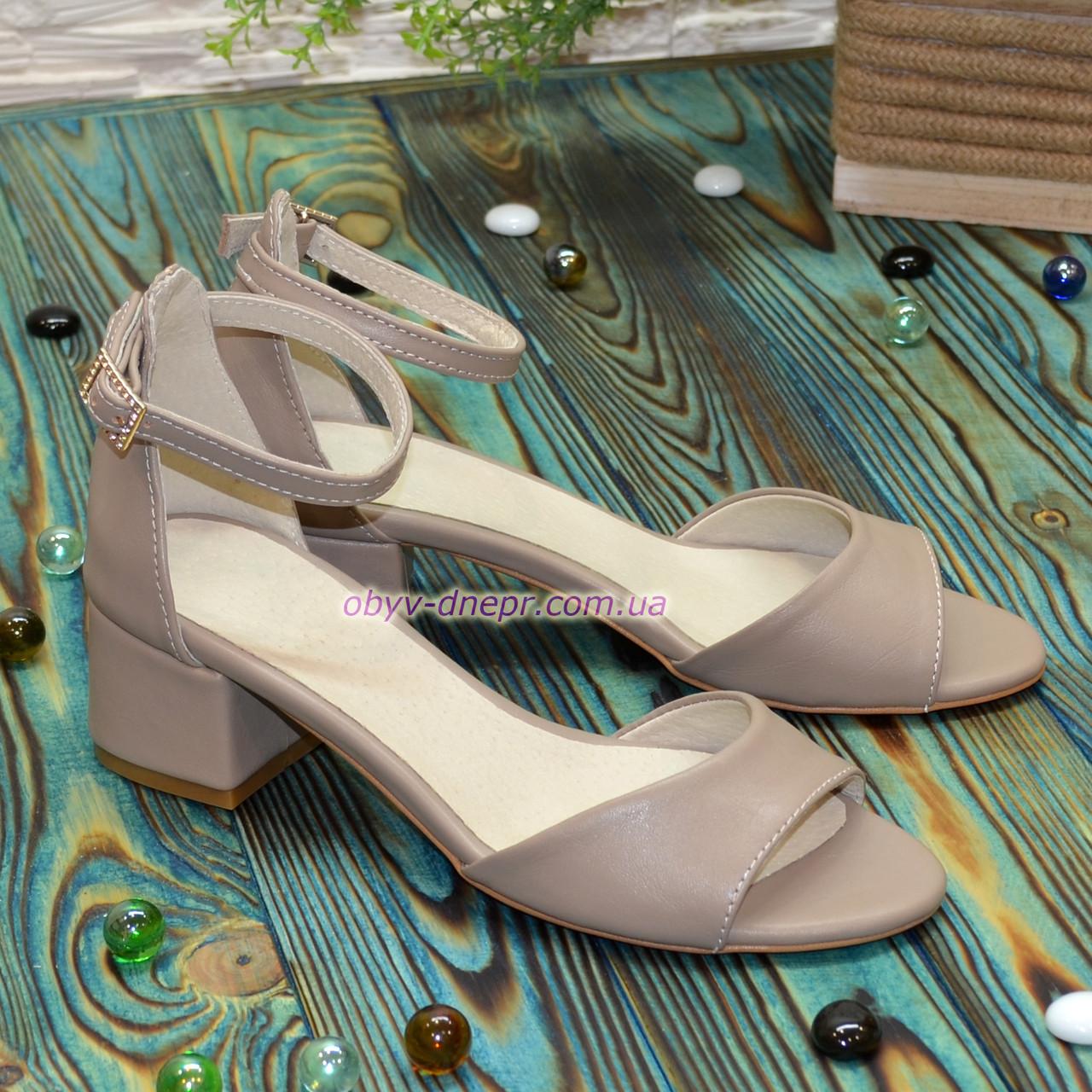 Босоножки женские кожаные на невысоком каблуке, цвет визон
