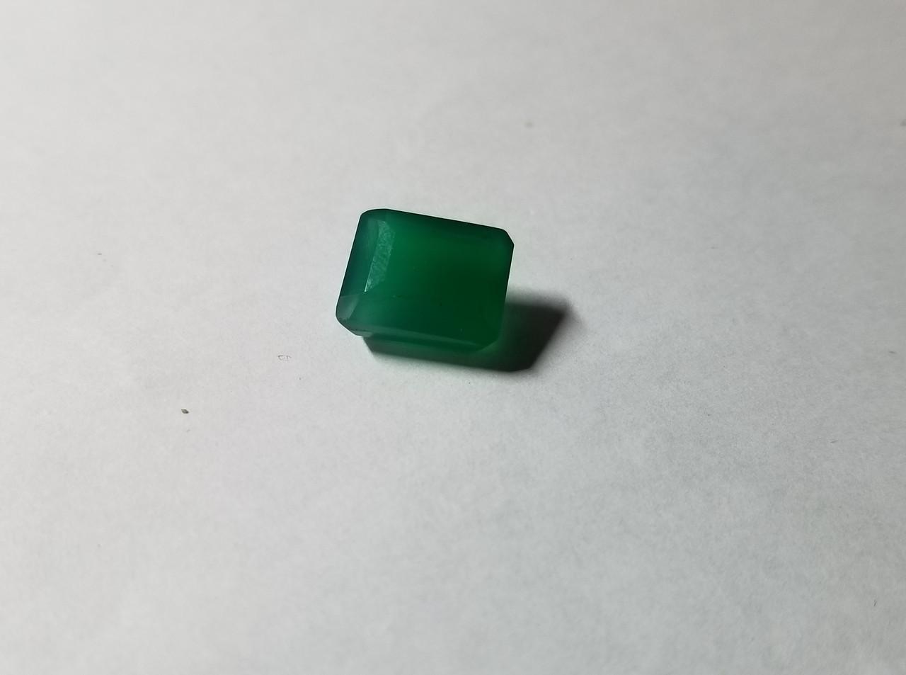Камень зеленый оникс 5.65 Ct   11.3 х 9 х 6.8 мм