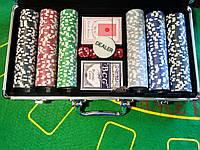 Набор для игры в покер в кейсе 300 фишек с номиналом   новый покерный набор