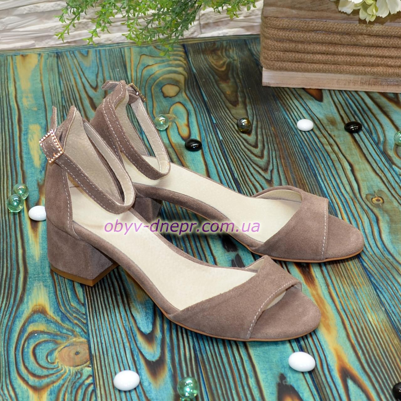 Босоножки женские замшевые на невысоком каблуке, цвет бежевый