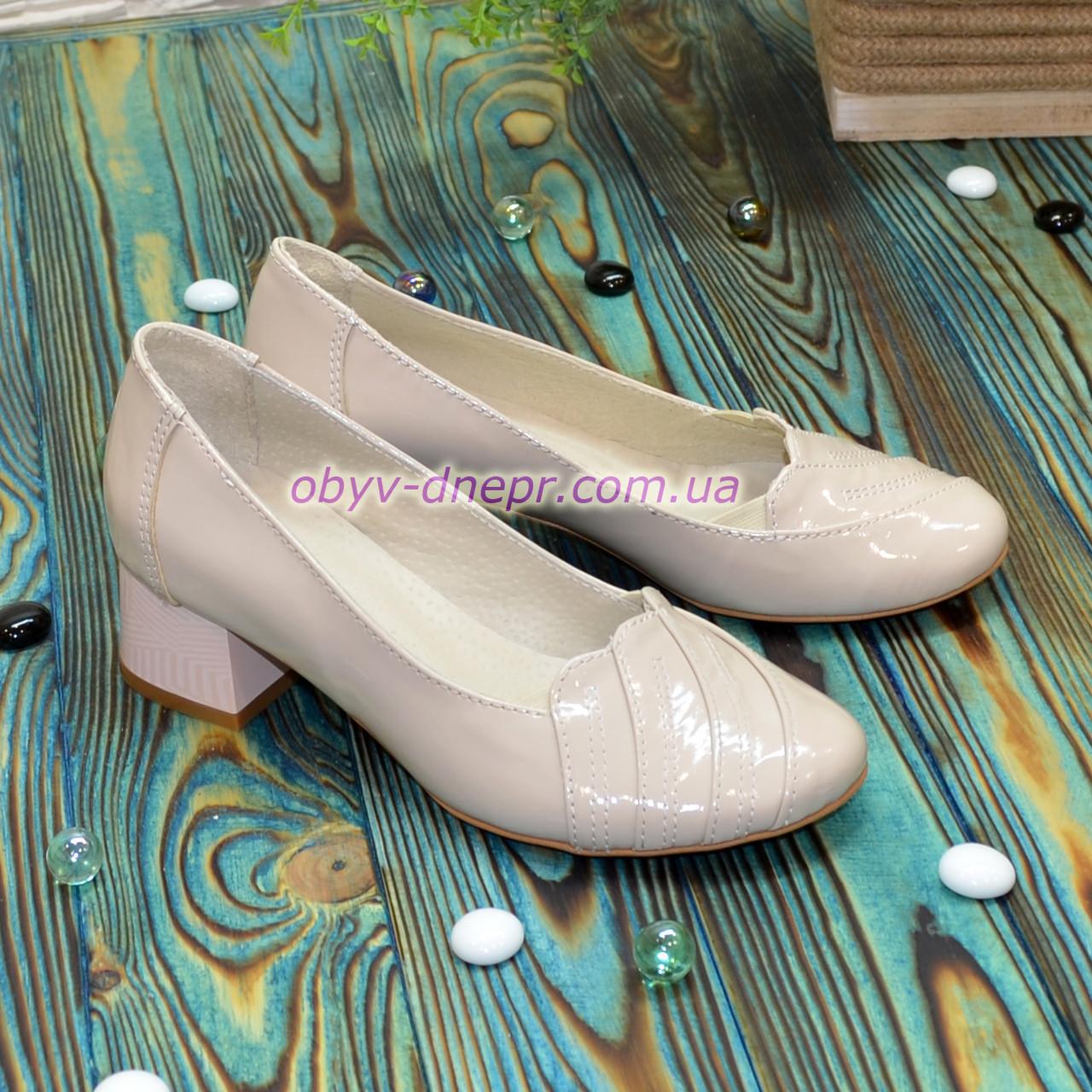 Туфли женские лаковые на невысоком каблуке, цвет бежевый