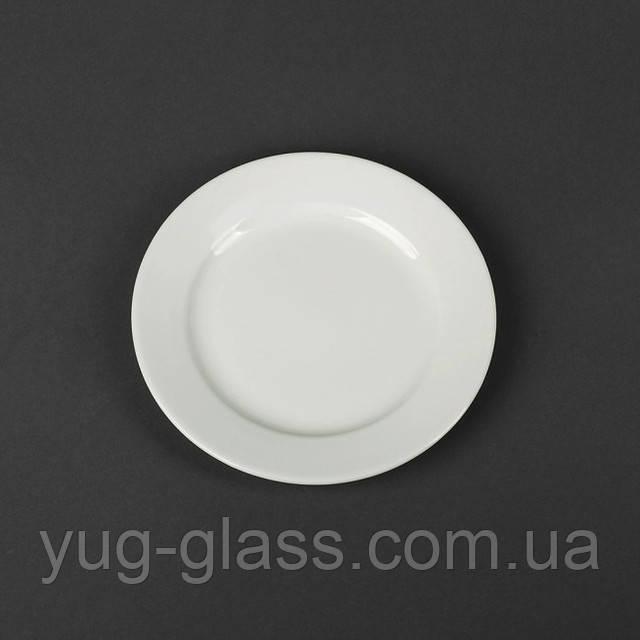 мелкая белая десертная тарелка