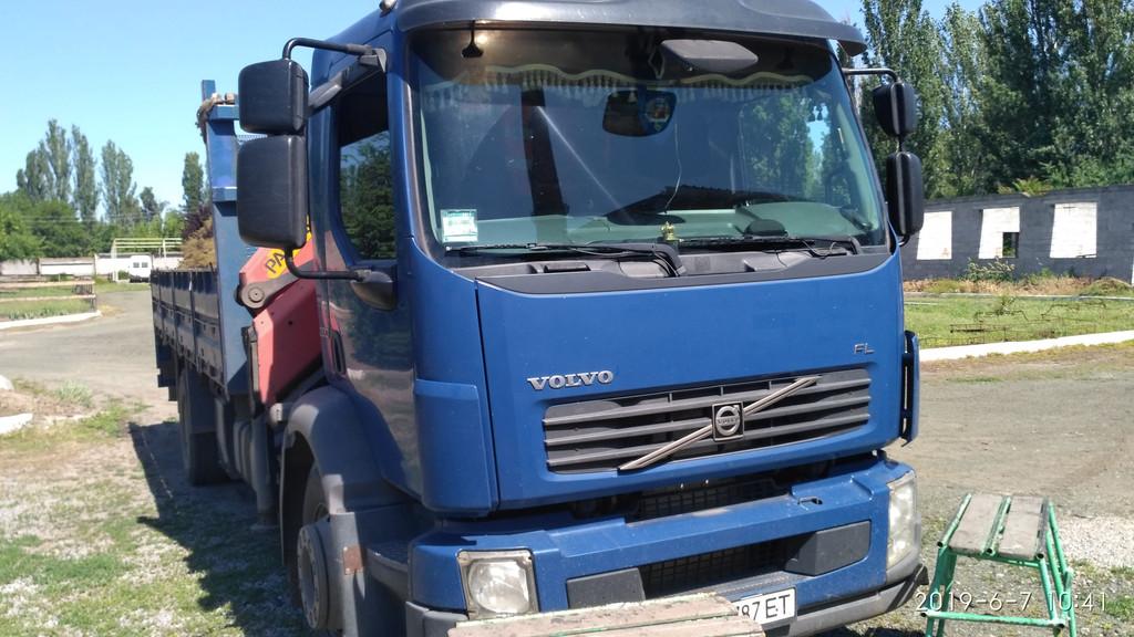 Производство и замена лобового стекла триплекс на грузовике Volvo FL в Никополе (Украина).