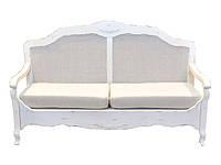 Диванчик белый резной украшенный вензелями с жесткой спинкой и мягкими подушками165*70*100 см