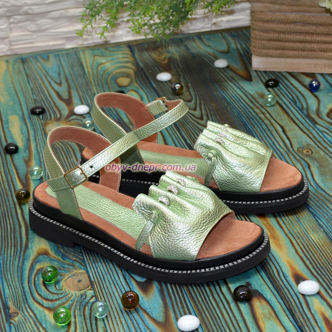 Стильные кожаные босоножки на утолщенной подошве, цвет салатовый