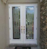 Входные двери с витражным матовым стеклом