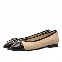 a9ee8a52b Классические женские балетки из кожи белого цвета с лаковым черным носком и  рантом.