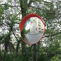 Сферическое зеркало для безопасного выезда на дорогу.